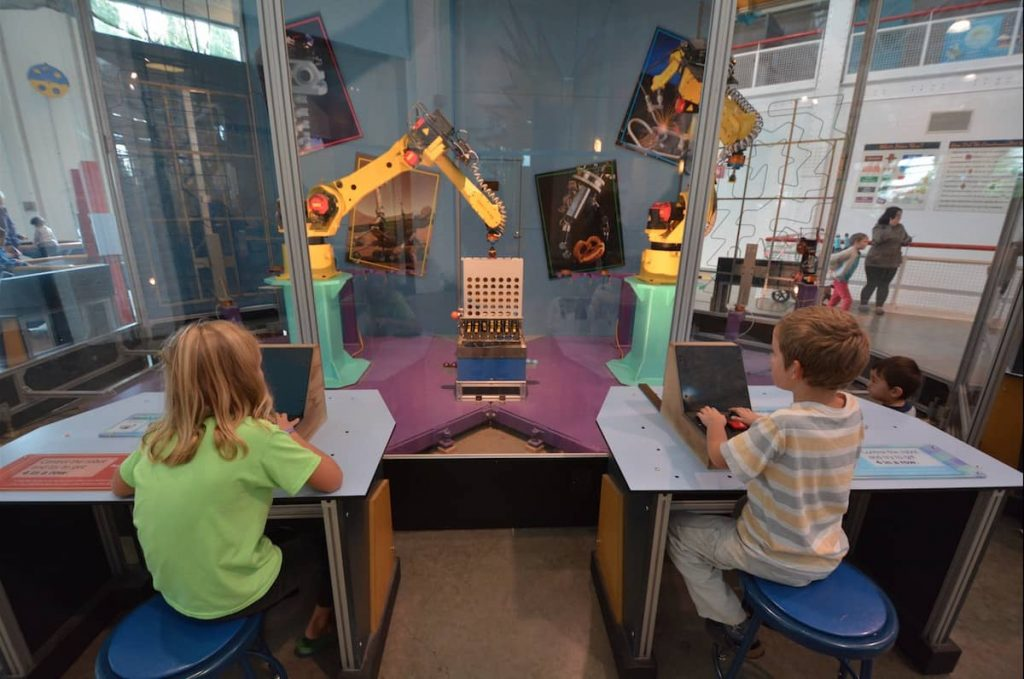 Kids using robotics in an ASTC participating kids museums