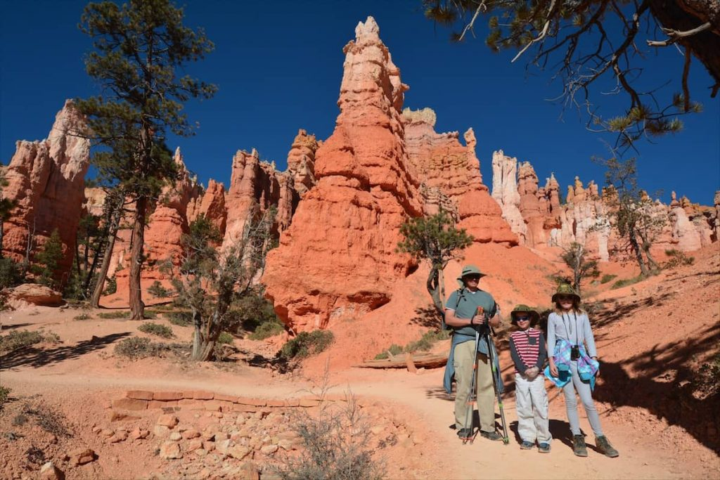 A family cleans up litter in Bryce Canyon National Park