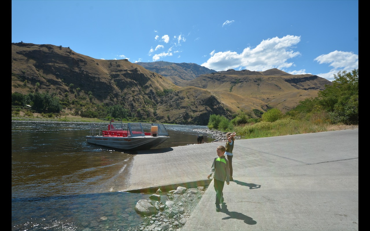 Kids looking at a tour boat on the boat ramp near Riggins, Idaho.